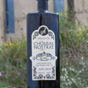 The first agricultural product of the Côa Park Foundation – a biological olive oil from the existing olive trees in the area of the Archaeological Park of the Côa Valley.